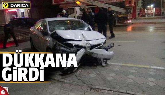 Darıca'da otomobil dükkana girdi