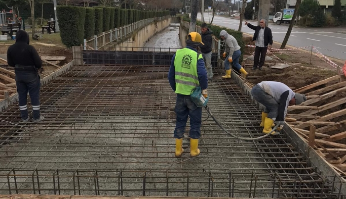 Eskihisar Caddesi'nde köprü çalışması