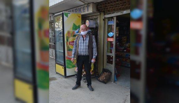 Tekirdağ'da bir hayırsever, bakkalın veresiye defterindeki borçları ödedi