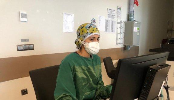 65 yaşındaki Kovid-19 hastası, yoğun bakım ünitesinden alkışlarla çıkarıldı