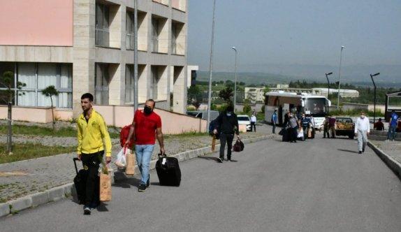 Balıkesir'de karantina süresi dolan 167 kişi evlerine uğurlandı