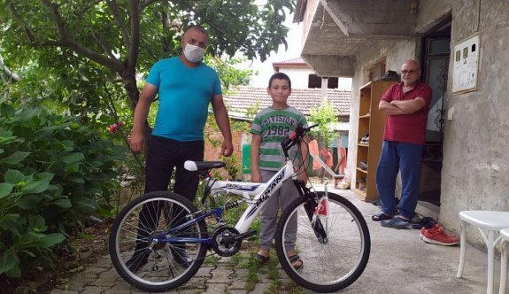 Bisiklet için biriktirdiği parayı bağışlayan öğrenciye sürpriz