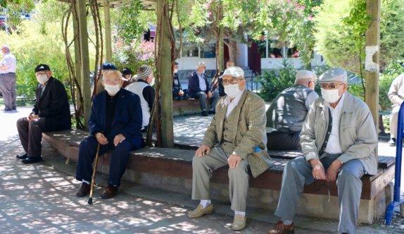 Bursa ve çevre illerde 65 yaş ve üstü vatandaşların bayram keyfi