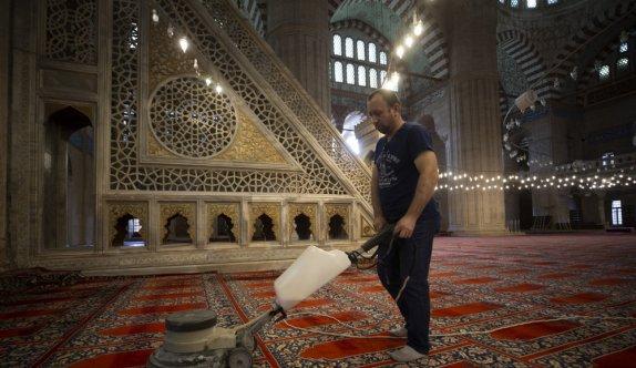Cuma namazıyla ibadete açılacak Selimiye Camisi dezenfekte edildi