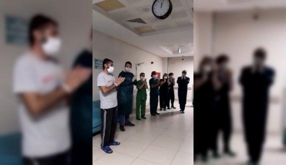 Edirne'de koronavirüsü yenen hasta sağlık çalışanlarının alkışlarıyla uğurlandı