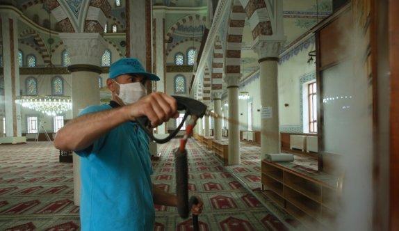 Kocaeli'de yeniden ibadete açılacak camiler dezenfekte ediliyor