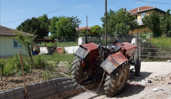 Su kanalına devrilen traktörün sürücüsü öldü