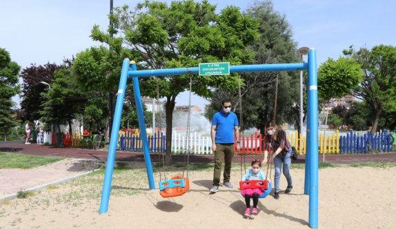 14 yaş altı çocuklar park ve yeşil alanlarda eğlendi