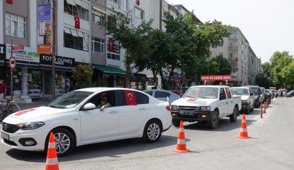 """Vefa Sosyal Destek Grubu """"19 Mayıs konvoyu"""" ile vatandaşlara moral verdi"""