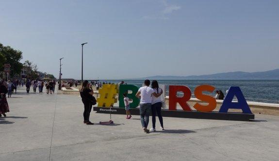 Bursa'da vatandaşlar kısıtlama iptalinin ardından sahil şeritlerinde yoğunluk oluşturdu