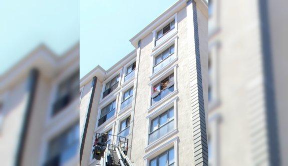 Eyüpsultan'daki ev yangını itfaiye ekiplerince söndürüldü