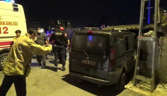 İstanbul'da panelvan odunluğa girdi: 1 yaralı