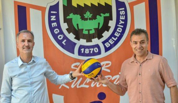 İnegöl Belediyespor Erkek Voleybol Takımı, eski antrenörlerinden Levent Zoroğlu'yla anlaştı