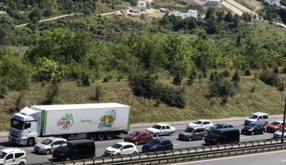 Dönüşe geçen tatilciler Anadolu Otoyolu'nda yoğunluk oluşturuyor