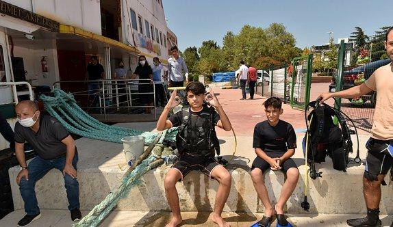 Tuzla'da Gençlik Gemisi öğrencileri, Diyarbakırlı çocuklarla denize daldı