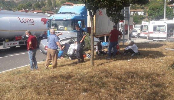 Bilecik'te tır ile otomobil çarpıştı: 5 yaralı