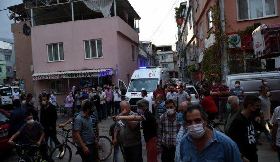 Bursa'da apartmanın çatı katında çıkan yangın söndürüldü