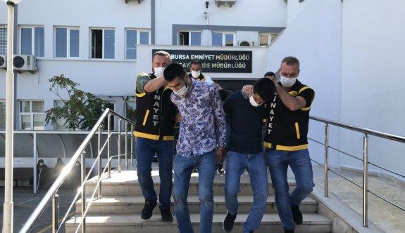 Bursa'da polise mukavemette bulunan 4 şüpheliden biri tutuklandı