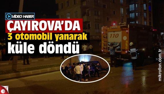 Çayırova'da tamirhanenin bahçesindeki hurda otomobiller yandı