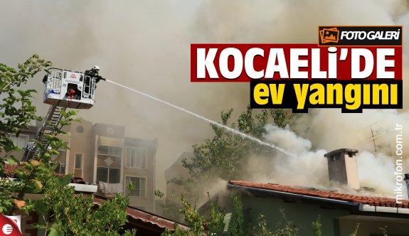 Kocaeli'de tek katlı binanın çatısında çıkan yangın hasara yol açtı