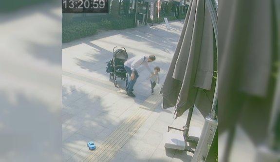 Kocaeli'de bebek arabasından düşen çocuğa uygulanan şiddet güvenlik kamerasında