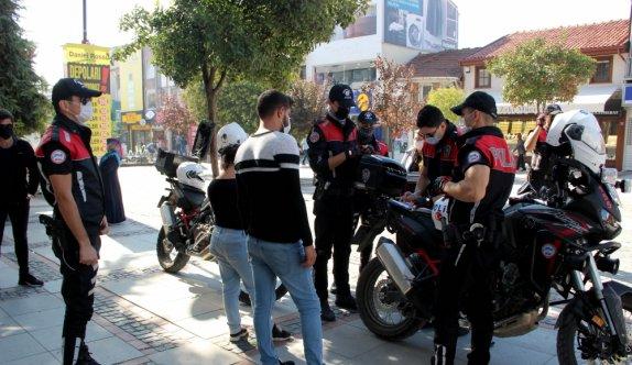 Edirne'de turistlerin yoğun olduğu caddelerde maske denetimi
