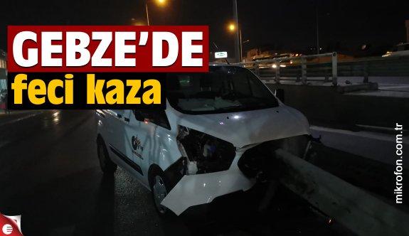 Gebze'de bariyerlere saplanan panelvanın sürücüsü yaralandı