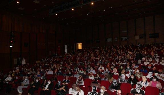 Kocaeli Şehir Tiyatroları Kovid-19 önlemleriyle perdelerini açtı