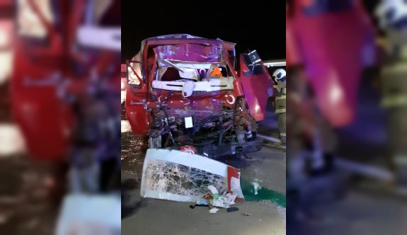 Balıkesir'de kamyon tıra çarptı: 1 ölü