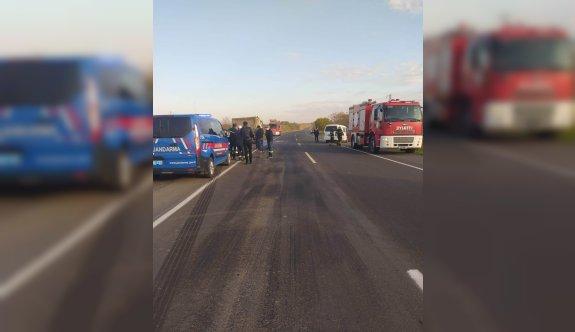 Tekirdağ'da minibüsle kamyon çarpıştı: 1 ölü, 2 yaralı