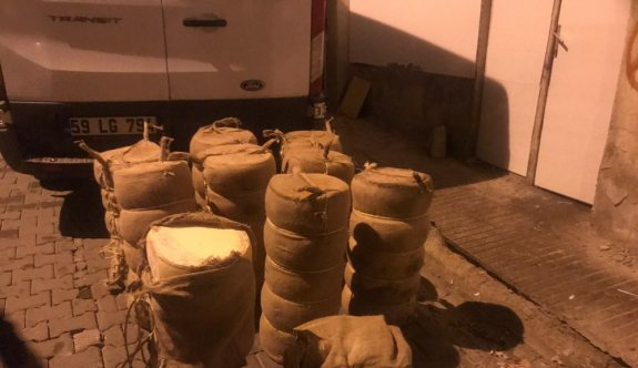 Tekirdağ'da mandıradan çalınan 587,5 kilogram kaşar peyniri bulunarak sahibine teslim edildi