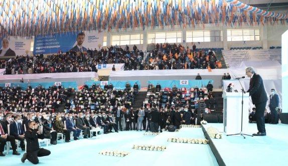AK Parti Genel Başkan Yardımcısı Yavuz, partisinin Sakarya 7. Olağan İl Kongresi'nde konuştu: