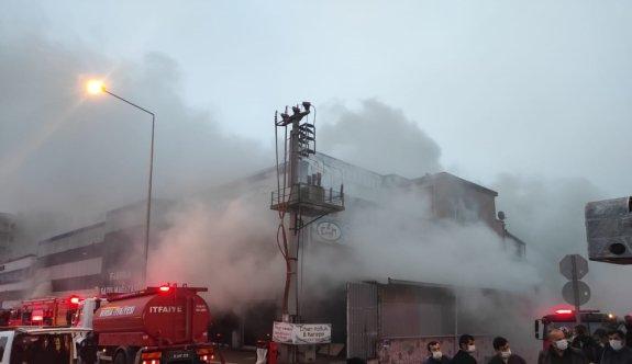 Bursa'da mobilya imalathanesinde çıkan yangın söndürüldü