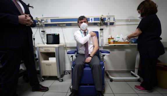 Bursa'da sağlık personeline CoronaVac aşısının ilk dozu yapılmaya başlandı