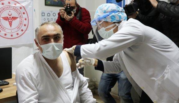 CoronoVac aşısının ilk dozu sağlık çalışanlarına uygulanmaya başlandı