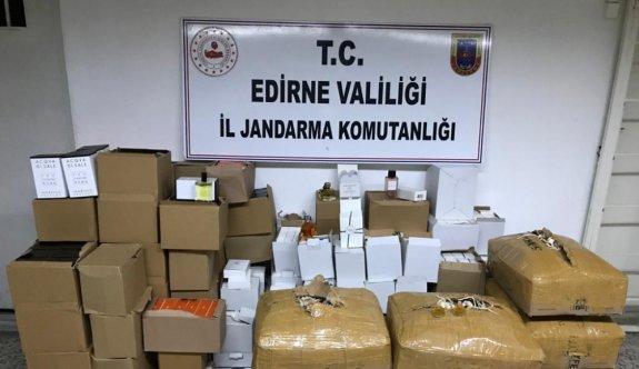 Edirne'de 4 bin 347 şişe kaçak parfüm ve oto kokusu ele geçirildi