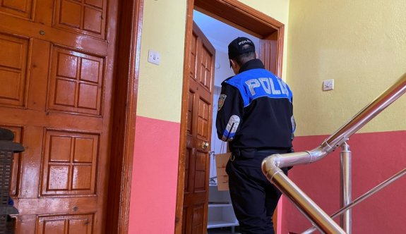 Sakarya polisi ev ev gezerek vatandaşları hırsız ve dolandırıcılara karşı uyarıyor