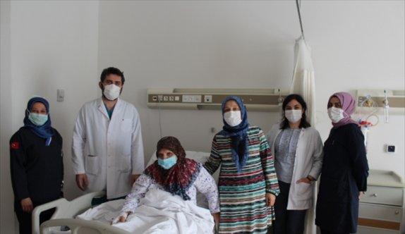 Sakarya'da 72 yaşındaki kadın serbest doku nakliyle ayağını kaybetmekten kurtuldu