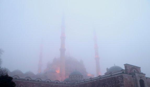 Sis altında kalan Selimiye Camisi gözden kayboldu