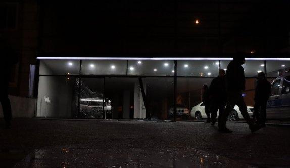 Bursa'da hırsızlar çaldıkları aracı iki gün sonra tekrar galeriye bırakıp kaçtı