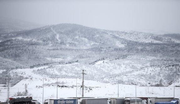 GÜNCELLEME 2 - Kar ve tipiden kapanan Balıkesir-Susurluk kara yolunu açma çalışmaları sürüyor