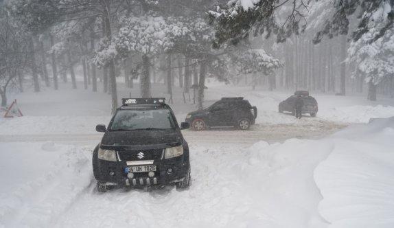 Kazdağları'nda karda mahsur kalan 30 araç kurtarıldı