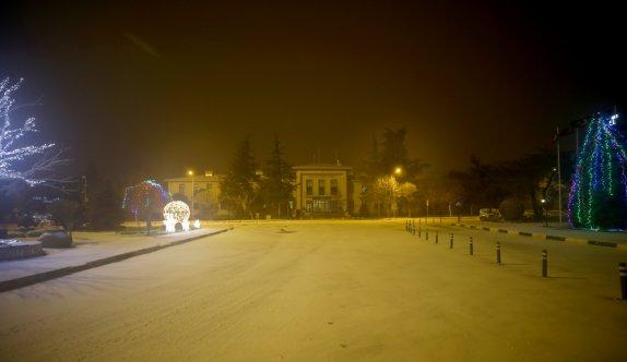 Kırklareli'de kar yağışı etkisini sürdürüyor