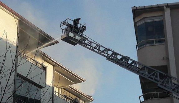 Kırklareli'nde 5. katta çıkan yangında balkondan atlayan kişi ile dumandan etkilenen eşi hastaneye kaldırıldı