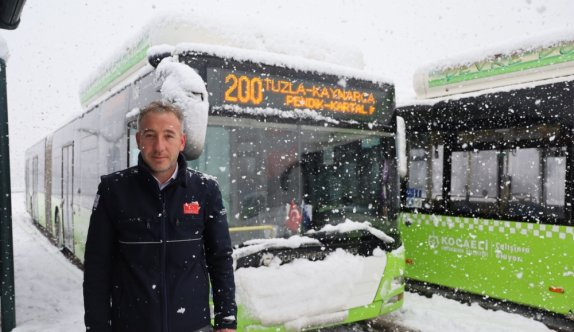 Kocaeli'de kar nedeniyle yolda kalanların yardımına belediye otobüsü şoförü yetişti