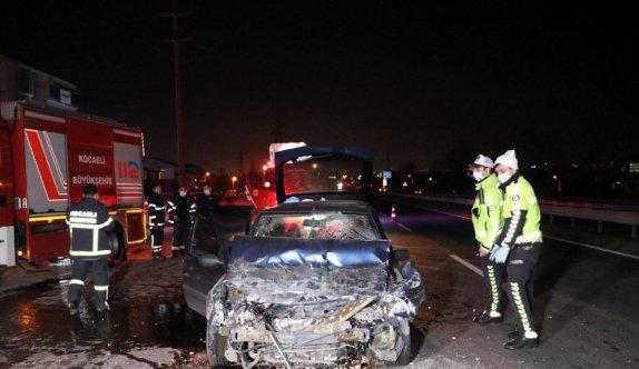Kocaeli'de tıra arkadan çarpan otomobilin sürücüsü öldü