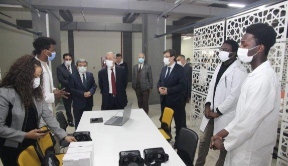 Milli Eğitim Bakan Yardımcısı Safran, Uluslararası Murat Hüdavendigar AİHL'yi ziyaret etti