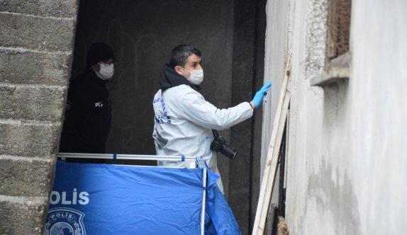 Sakarya'da bir binanın girişinde erkek cesedi bulundu