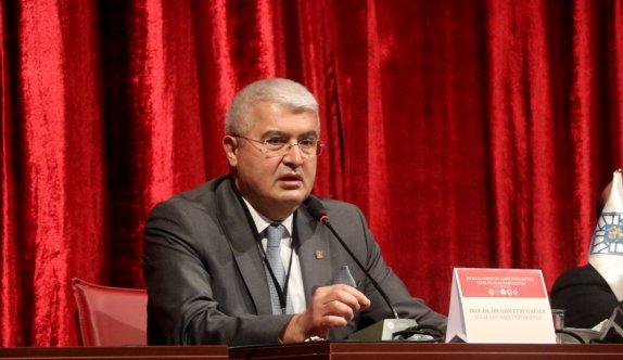 AÜ Edebiyat Fakültesi Öğretim Üyesi Prof. Dr. İbrahim Ethem, Milli Mücadele döneminde yazar ve şairlerin halka özgüven aşıladığını belirtti
