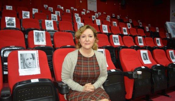 Ayvalık'ta Kadın Oyunları Festivali 'Shirley' oyunuyla başladı
